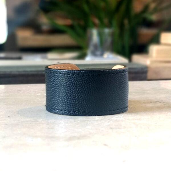 Bracelet en cuir , manchetteIris veau grainé noir en cuir